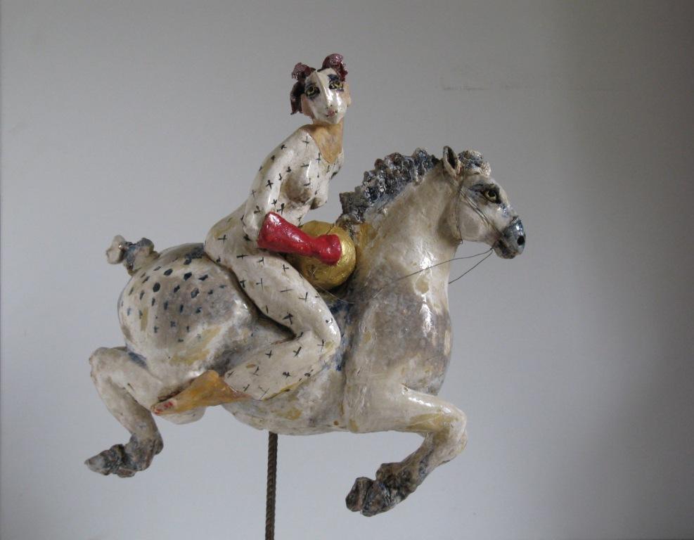 der-mond-auf-seiner-reise-durch-die-nacht-keramik-glasiert-h-39cm-l-40cm
